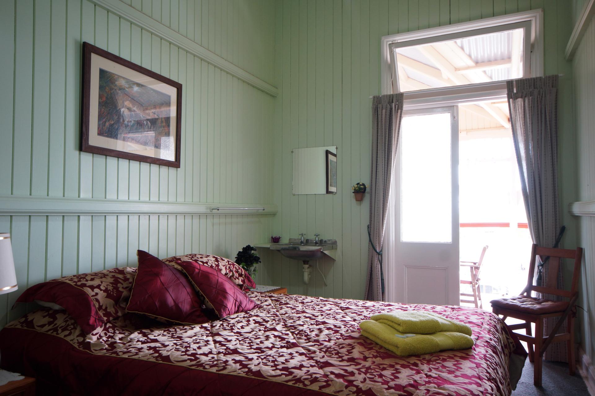 c - Killarney Hotel Motel
