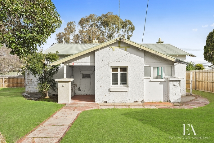 34 St Albans Road,  East Geelong