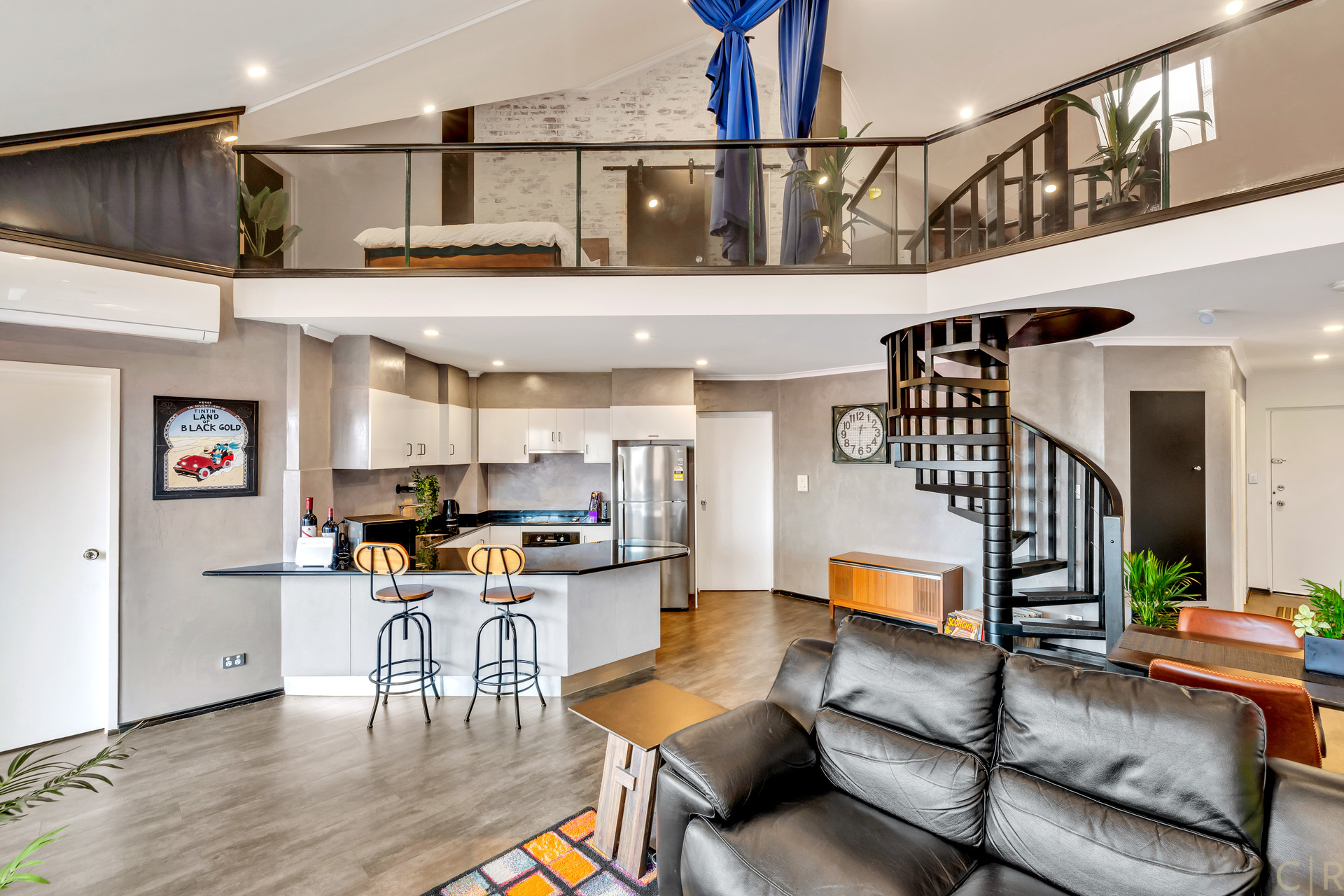 Trendy Industrial Theme Apartment, Fully Renovated!