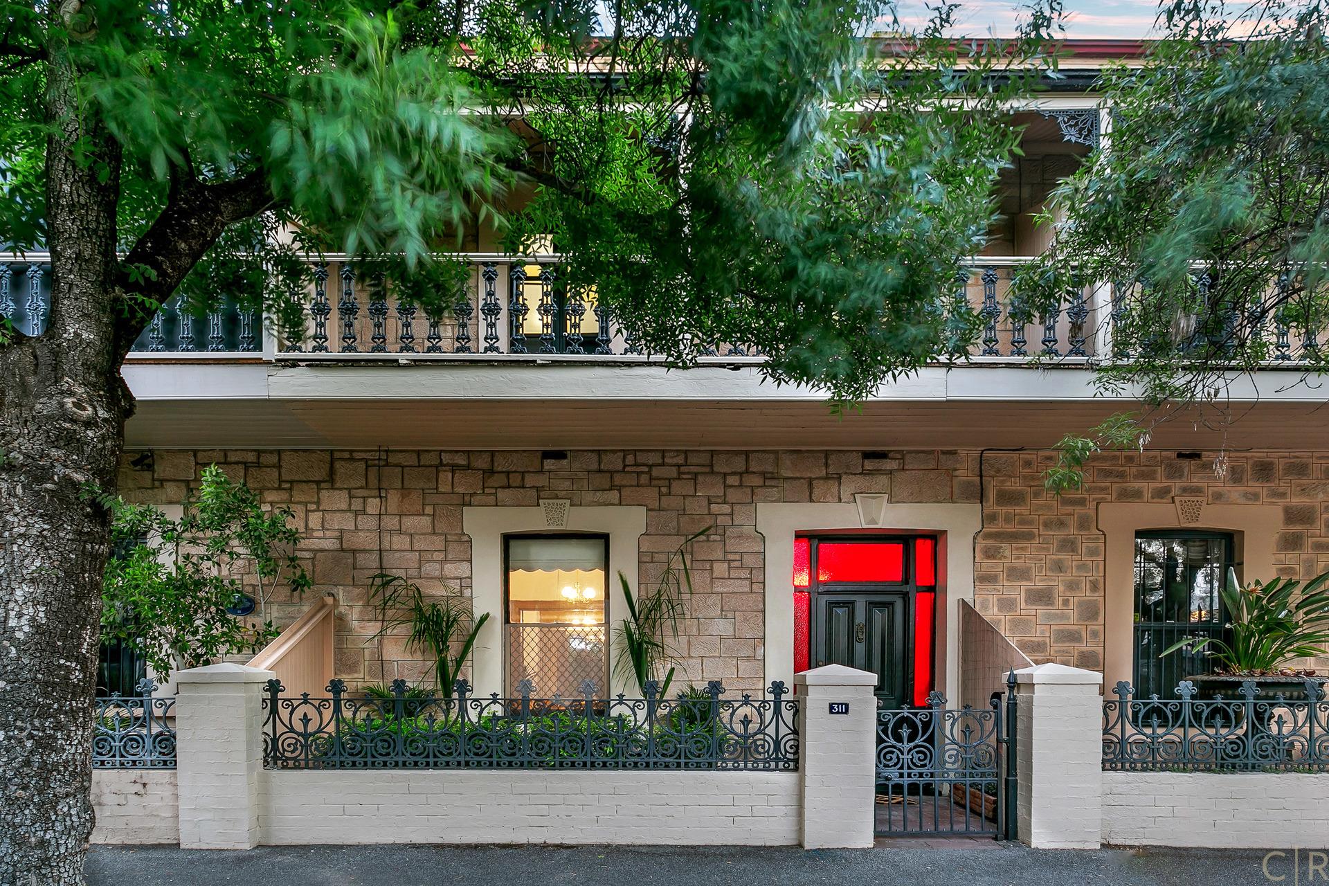 Elegant Victorian Terrace Of Grand Proportions!