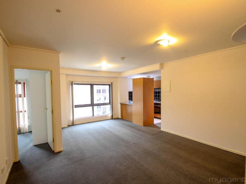 LARGE (80m2) 2-bedroom apartment