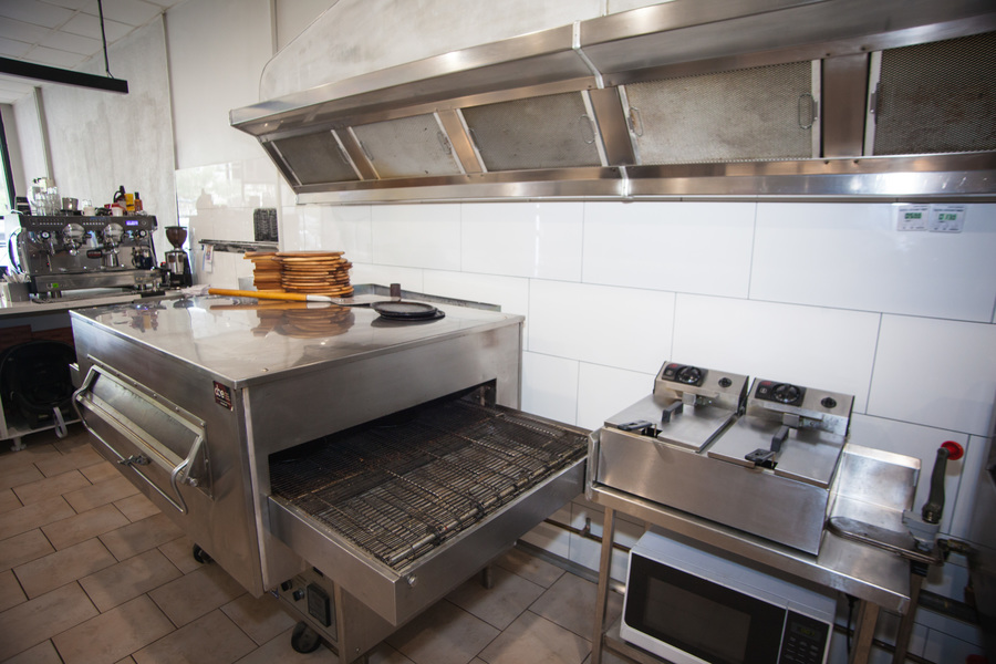 Priced to Sell! Pizza Shop - Great setup
