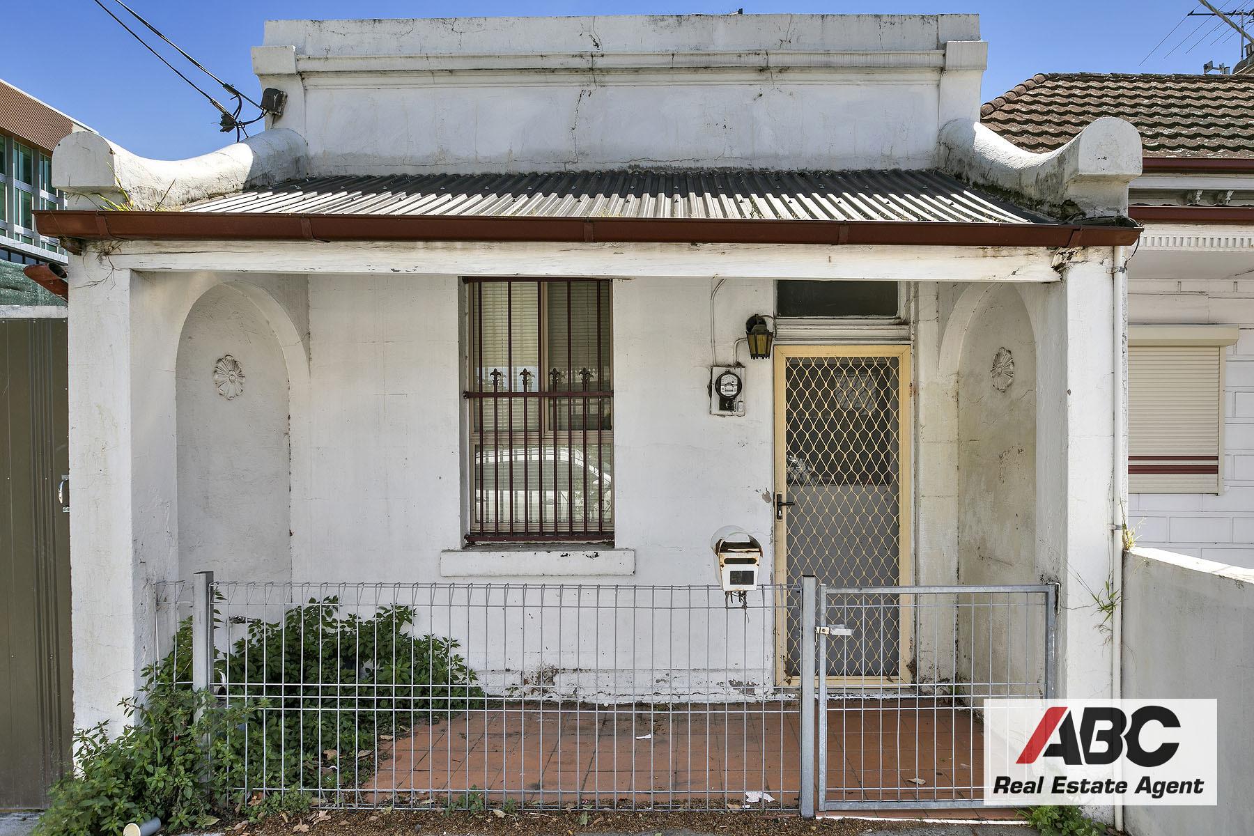 Renovators dream place hits the market!!