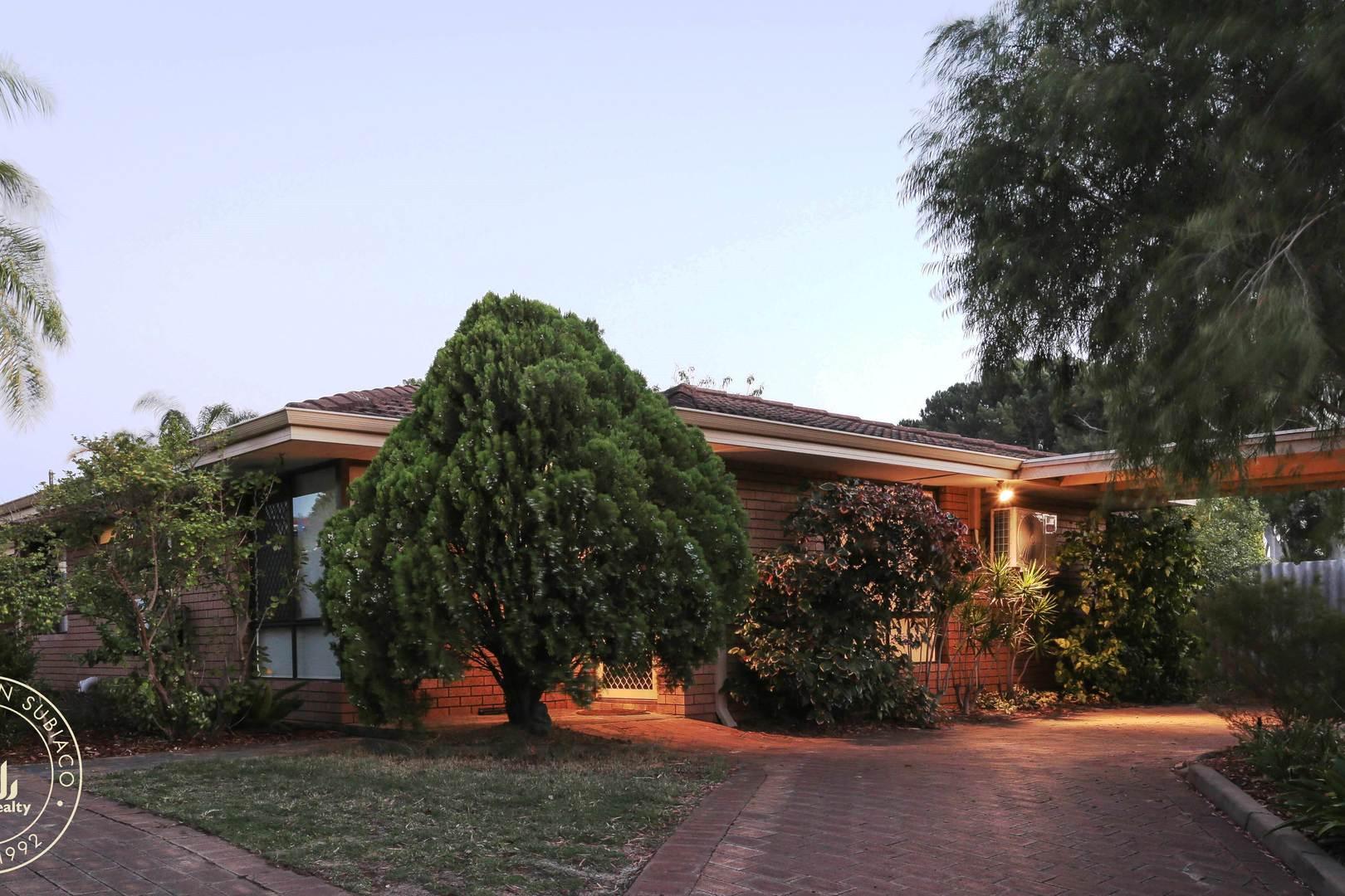 A/13 Moore Gardens,  Kardinya