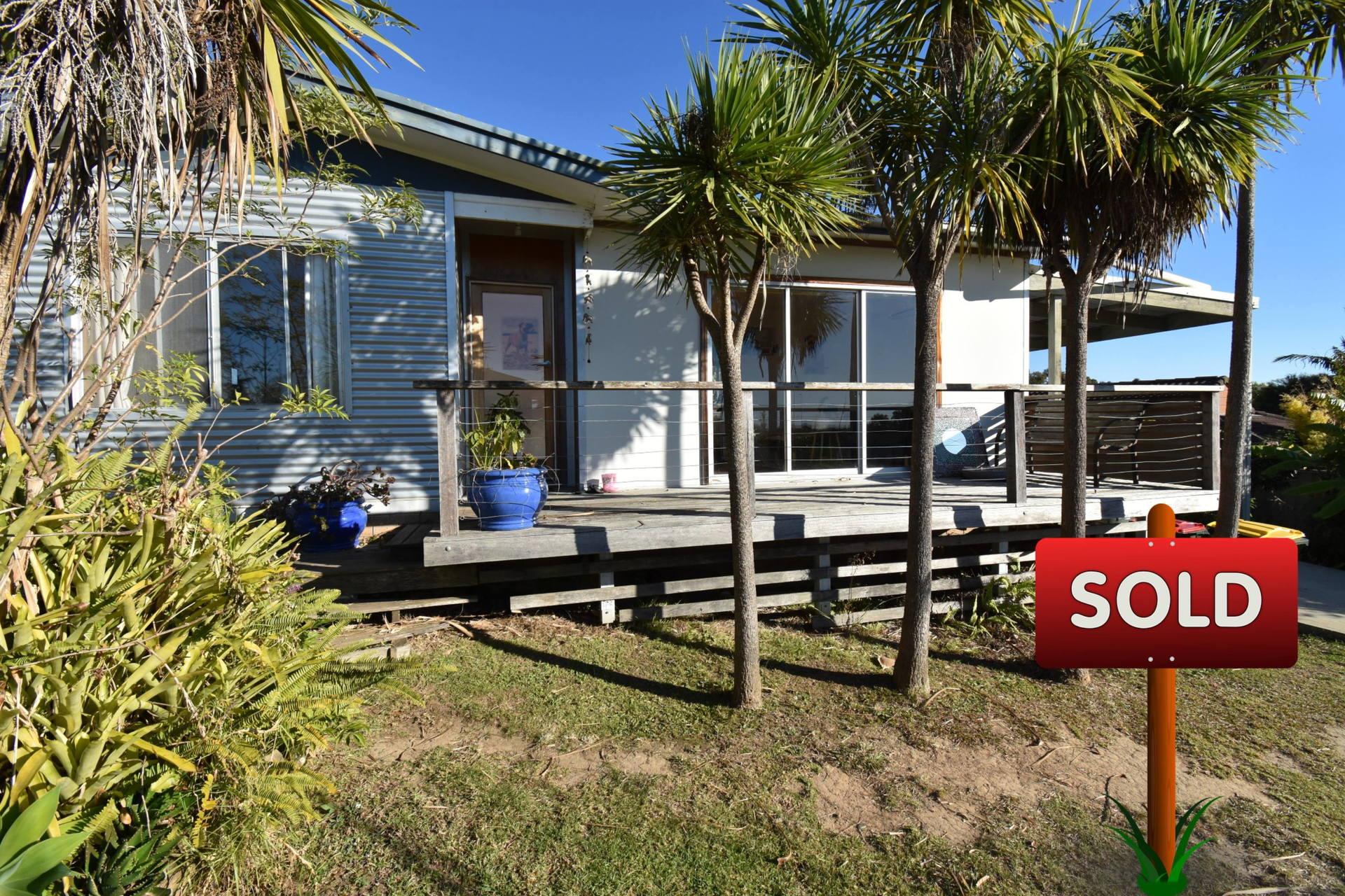 Sunny Seaside Cottage